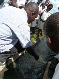 Researchers measuring discharge with the help of schoolchildren (Photo: Anne Van Loon)